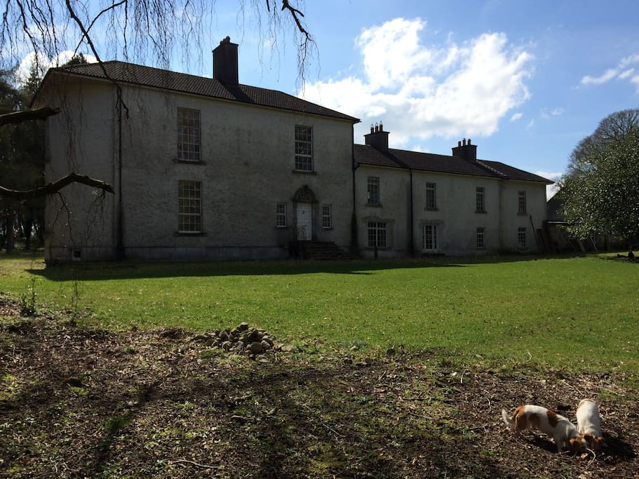 Lionsden House; view of the front of the house.