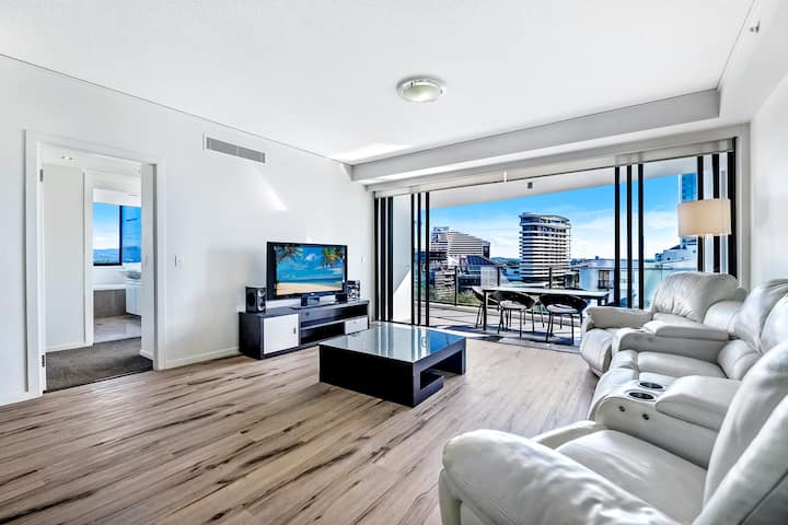 Premium modern 3 bed 2 bath Broadbeach apartment @ Sierra Grand