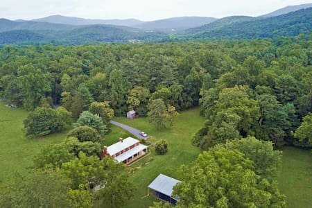 Modern Farmhouse near Shenandoah Nat'l Park + Lake