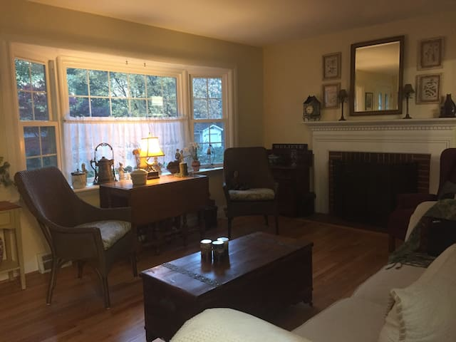 Quiet home close to Baltimore/ Ann. - Severna Park - Casa