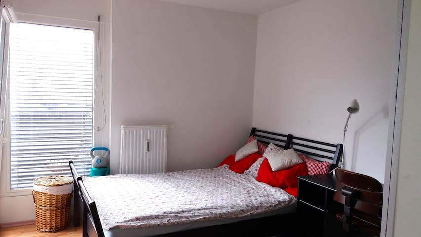 Central room in Vienna. Also close to Airport! - Wien