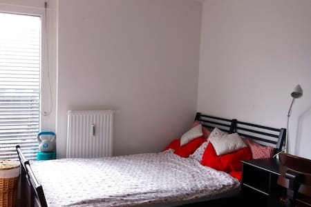 Central room in Vienna. Also close to Airport! - Viena