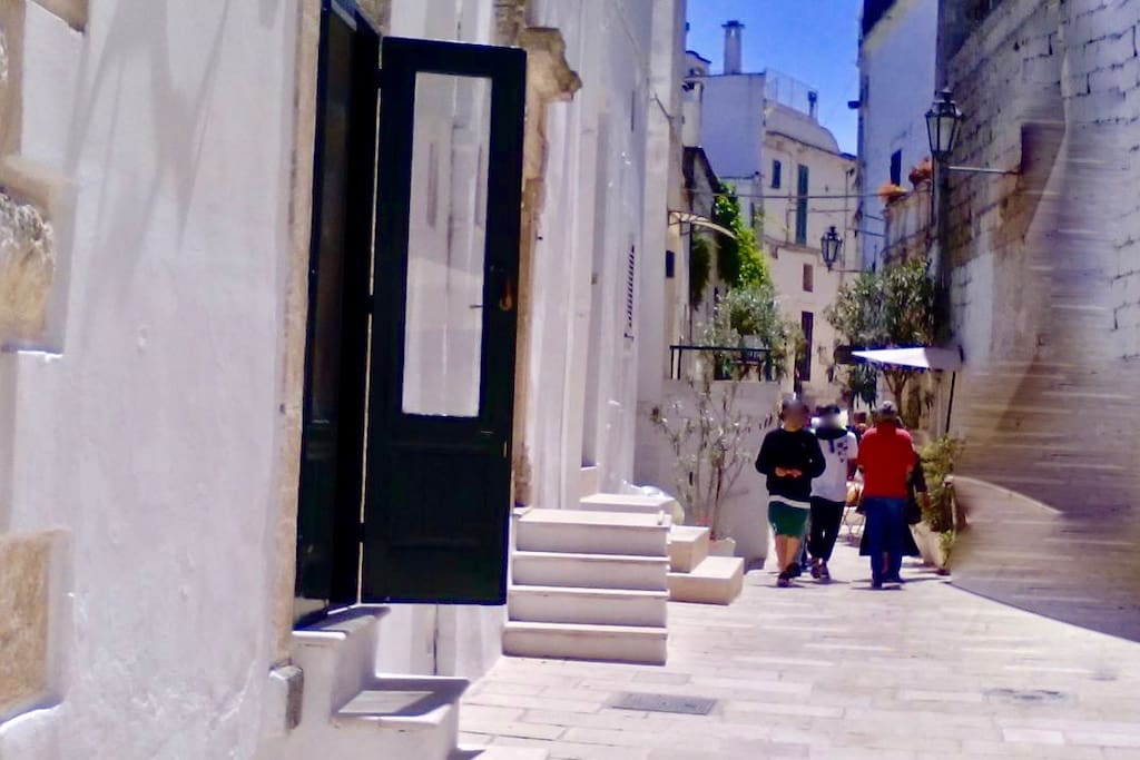 Il vicolo Tanzarella Vitale e l'entrata della casa