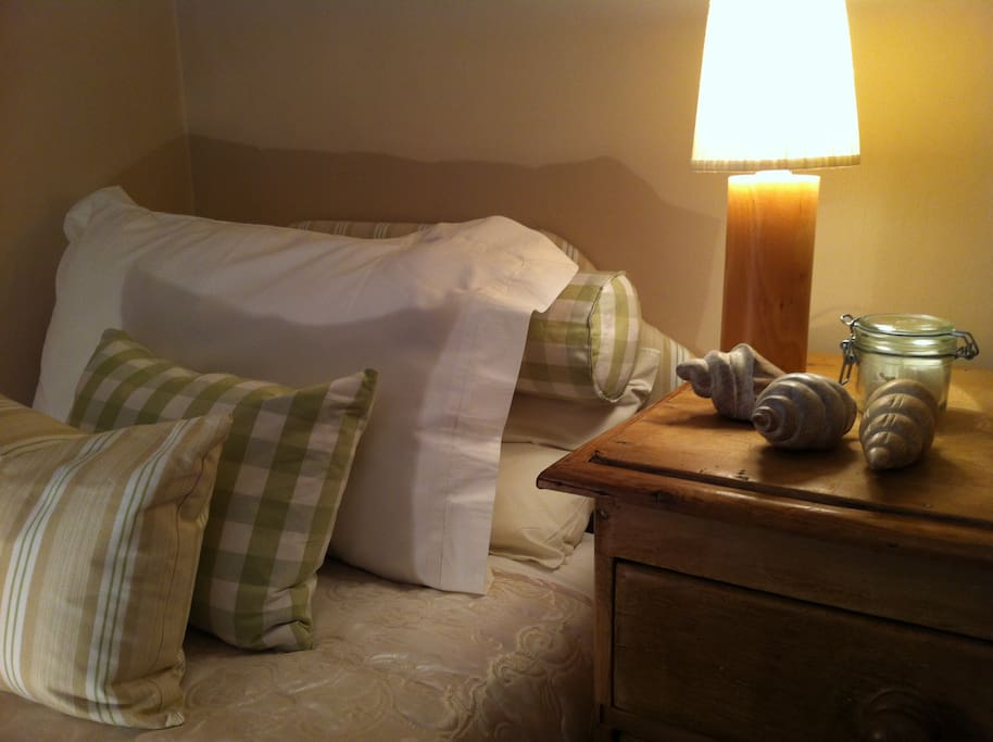 Sunny single room/small twin with cottage window and sloping ceiling. Sweet room!
