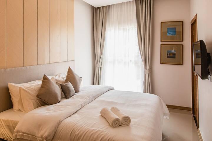 A bedroom is separated and has direct access to the balcony and shower room.  Здесь есть отдельная спальня с выходом в душевую комнату и на балкон.