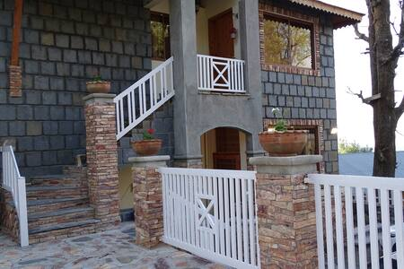 Woodland Cottage Upper Unit