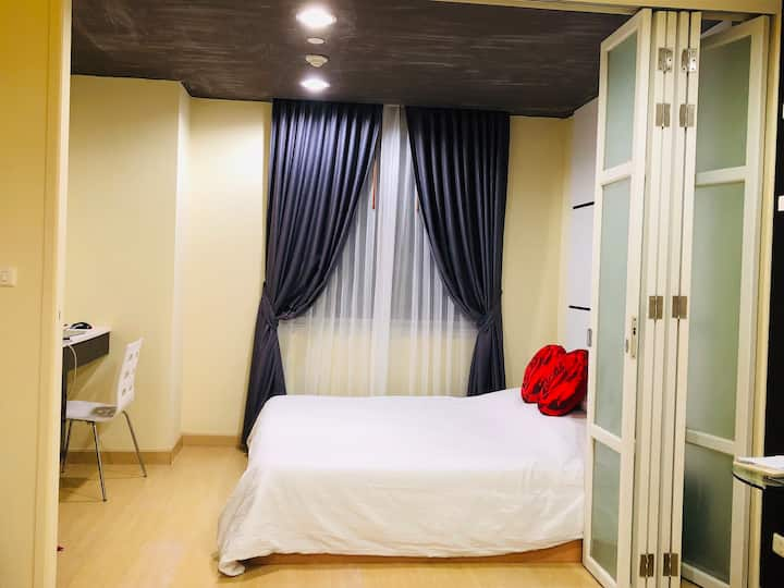 Wonder condo in heart-BKK >pool+fast wifi+Pier+BTS