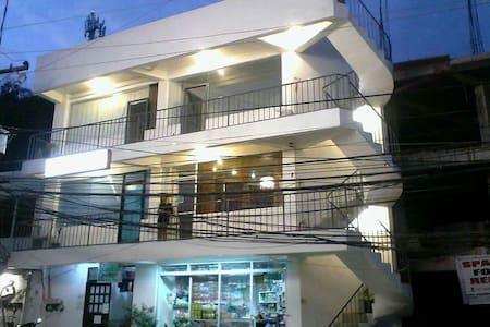 Spacious Studio Apartment - Malay - Appartement