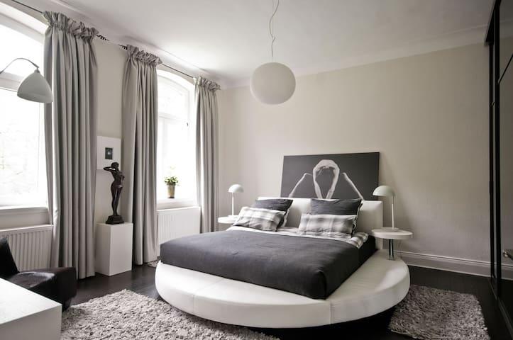 Ritterhof, 1 Etage komplett mit 3 Zimmern, Bad