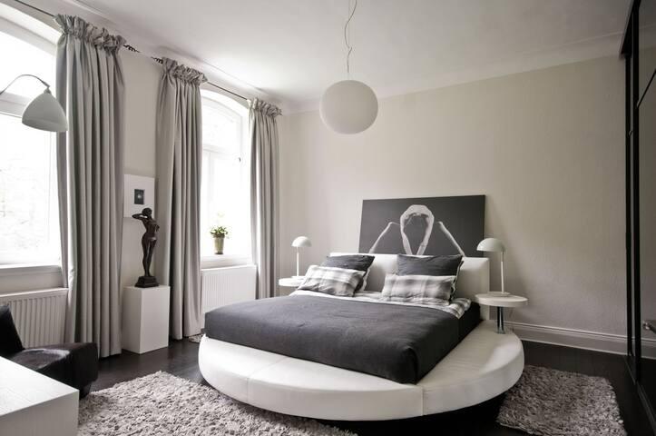 Ritterhof, 1 Etage komplett mit 3 Zimmern, Bad - Tönisvorst - Bed & Breakfast