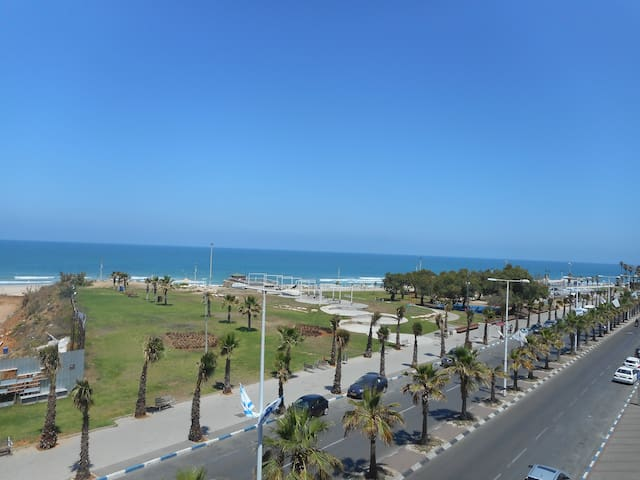 Large room at the foot of the beach - Bat Yam - Apartment
