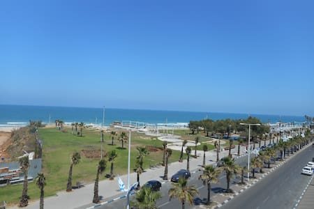 Large room at the foot of the beach - Bat Yam - Apartamento