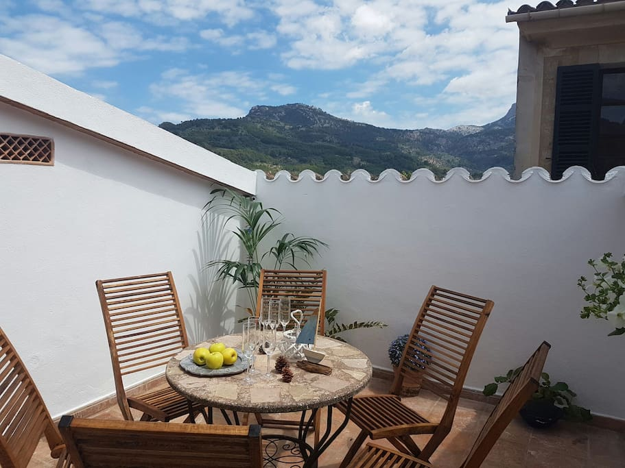 Terrace with views of the highest mountain in Mallorca where you can enjoy a barbecue
