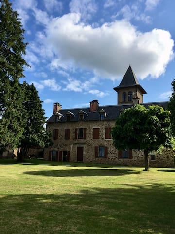 Appartement dans petit château à Flavin