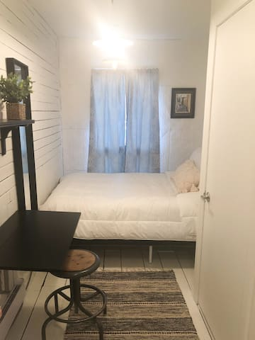 Private Bright Room Downtown! DISCOUNTED