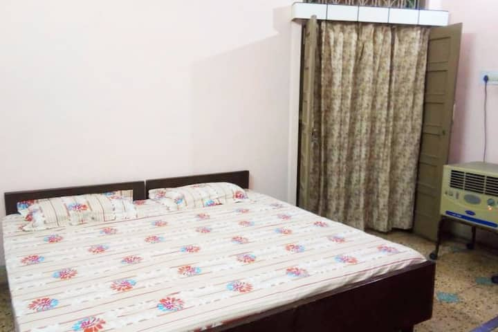 5 Beded Warm Best Budget Homestay @ LUCKNOW