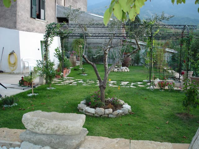 HOUSE SALLE 10MIN FROM TERMAL OF CARAMANICO -PE- - Salle - Rumah