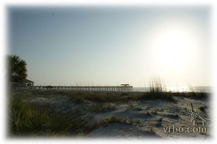 101 Steps to the Beach, sand, sun and body surfing - Tybee Island