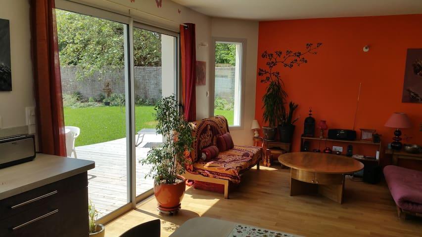 Chambre dans maison neuve - calme - La Crèche - House
