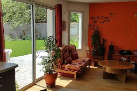Chambre dans maison neuve - calme - La Crèche - Casa
