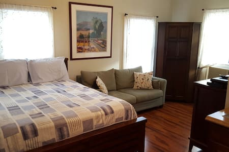 Private Guesthouse in Montrose - Houston
