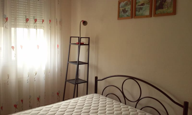 Sunny and quite appt close to downtown - Kavala - Apartment