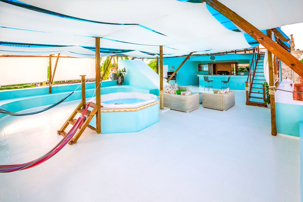 Your private second level has a spa, bar, full bathroom, laundry and a lot of open air and breathtaking views. It is perfect to host parties or accommodate a large group of visitors. It's cabana-style so you don't get too much sun
