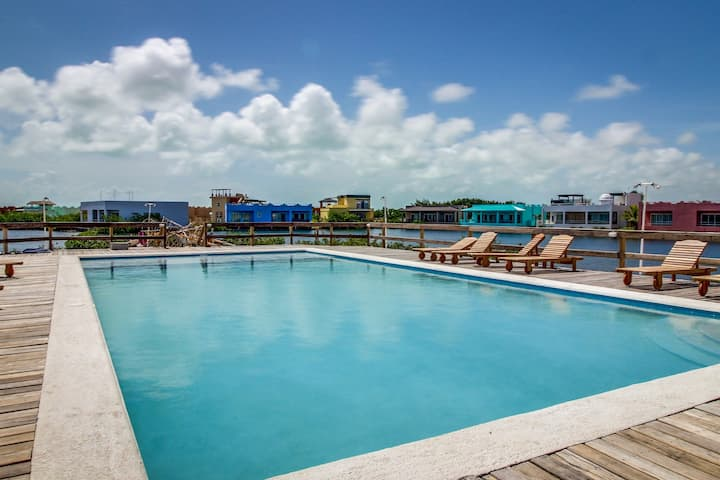 Beachfront condo w/ shared pool, ocean view/access, central AC & free WiFi!