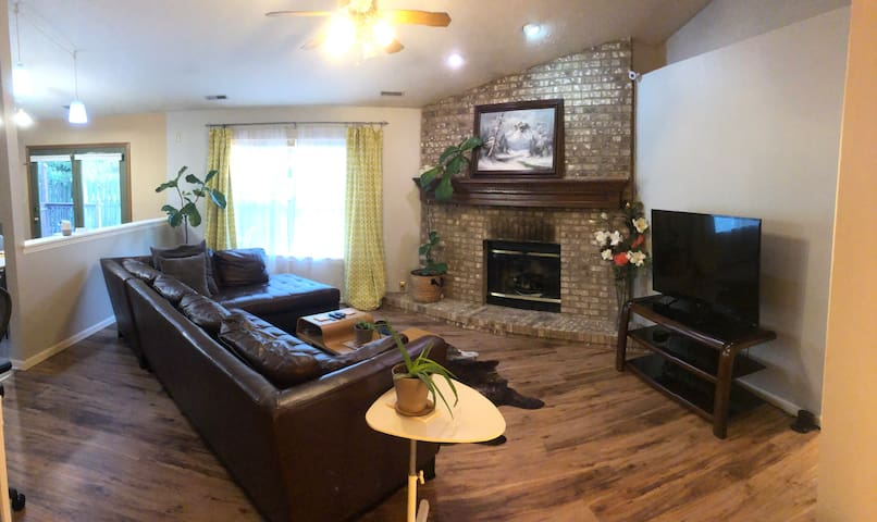 Spacious Family Home Minutes from Purdue - 3bd/2ba