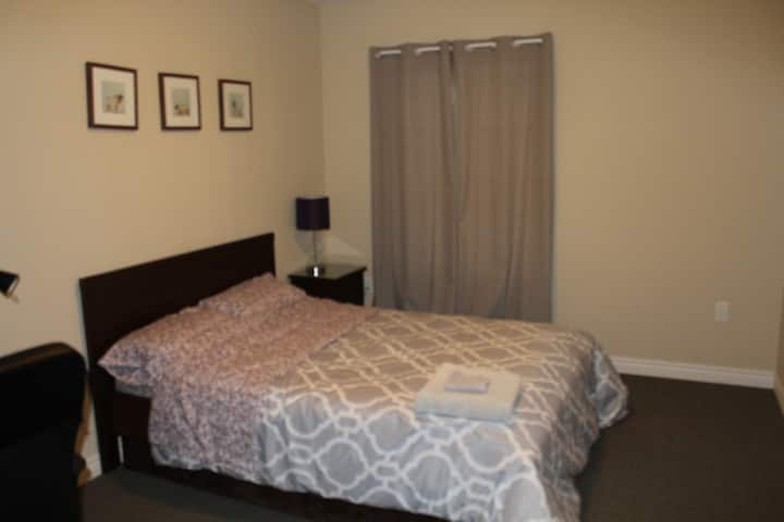 Modern, clean, comfy private room w/double bed
