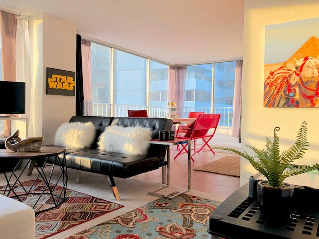 Beach Nook Apartment Waikiki Beach Sleeps 6 People