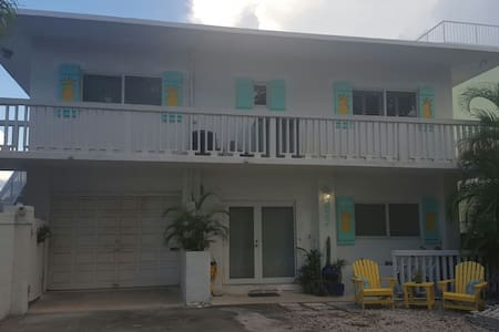 Cute lower level apartment on ocean canal - Key Largo