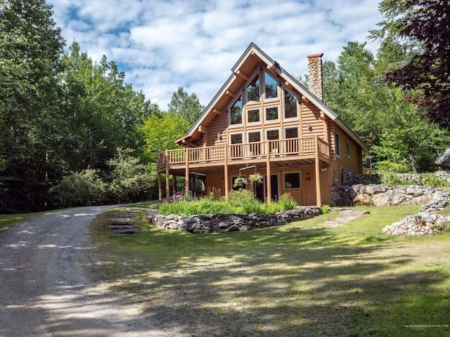 Secluded Modern Log Cabin on 8 acres