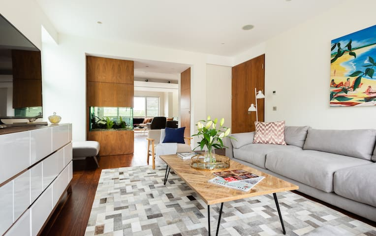 The East Finchley Retreat - 6BDR + Swimming Pool