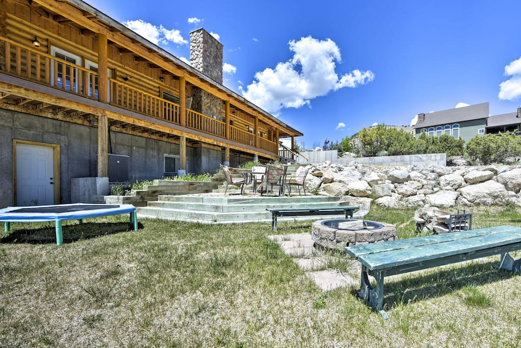 This vacation rental cabin boasts 5,000 Sq Ft and accommodations for 17 guests.