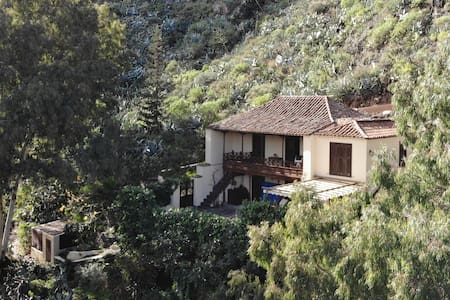 """Hoya Chiquita"" Rural House"