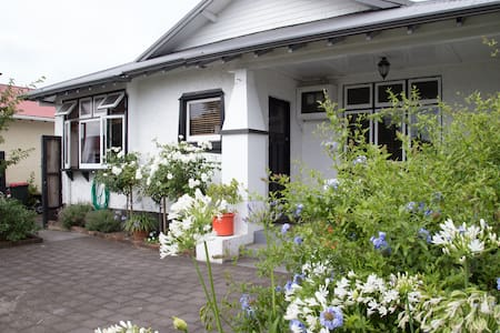 Bed on Carrington - New Plymouth - Bed & Breakfast