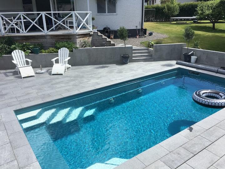 Stor villa med pool