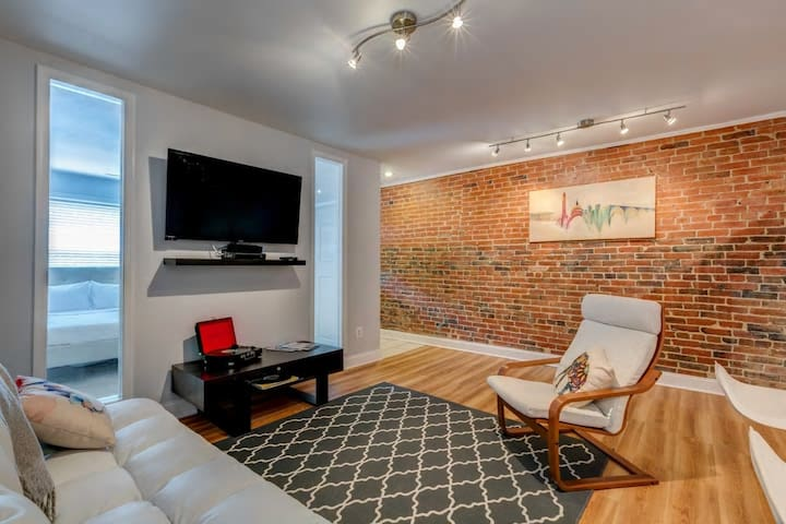 Contemporary Retreat by Convention Center & Metro - Washington - Appartamento