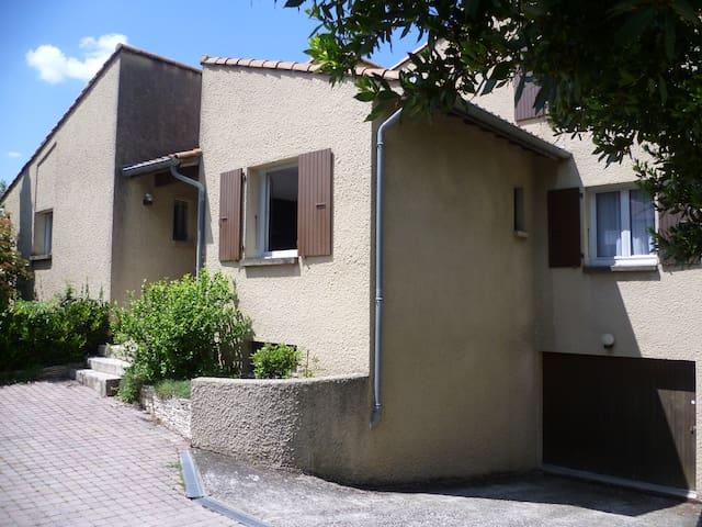 Chambre avec salle de douche privée - Valence - บ้าน
