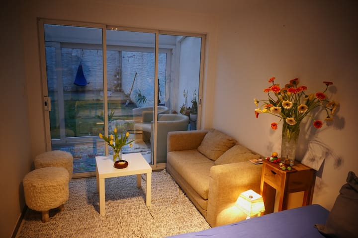 Cosy room w/ gardenview free parking & breakfast