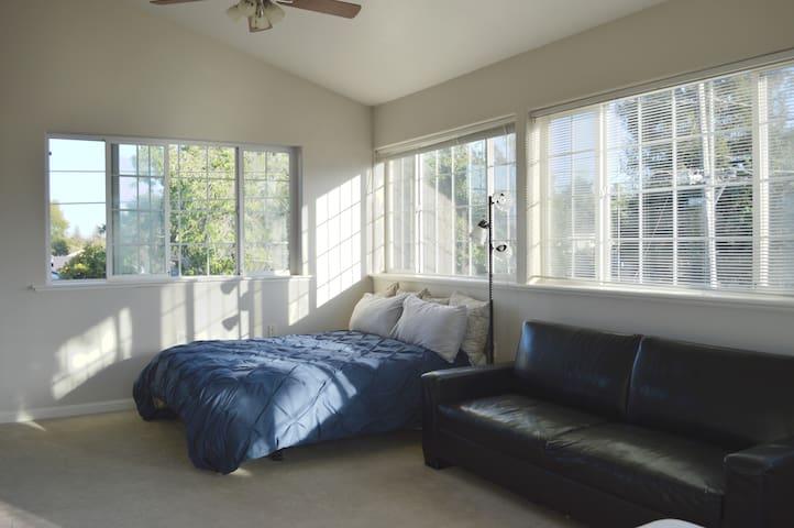 Private, Bright, & Breezy Silicon Valley Apartment