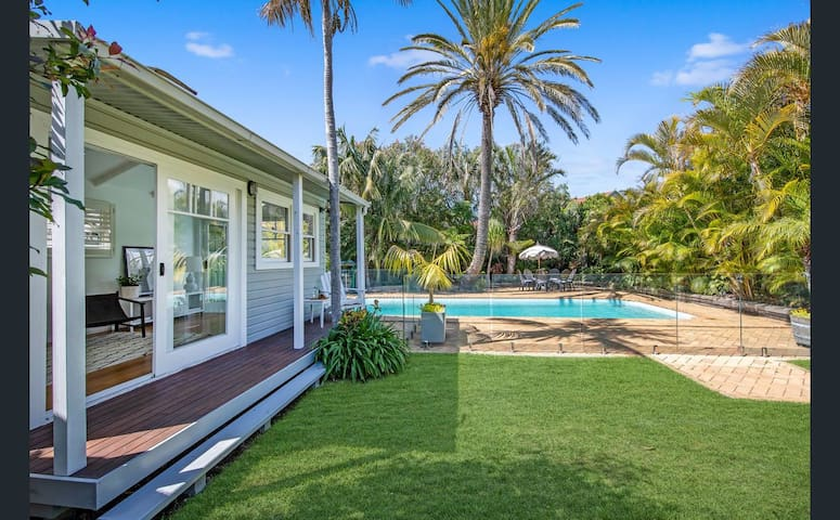 """""""Tosca"""" Elegant Merewether Beach House with Pool"""