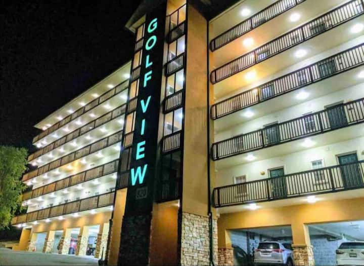 CONDO downtown PigeonForge/One mile from DOLLYWOOD