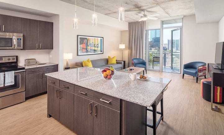 LUXURY RESORT With a Rooftop Pool & Spa in a 1BR