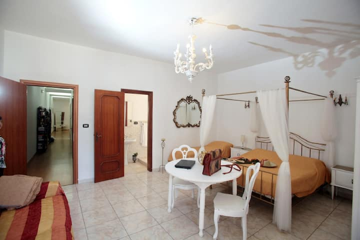 Cosy Room with private bathroom - B&B, near Duomo