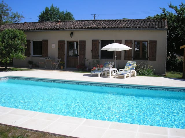 Country Cottage for couples with heated pool - Ménigoute - Casa de huéspedes