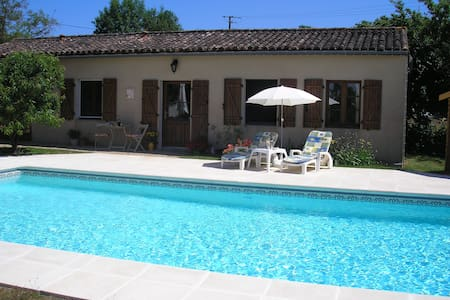 Country Cottage for couples with heated pool - Ménigoute - Pension