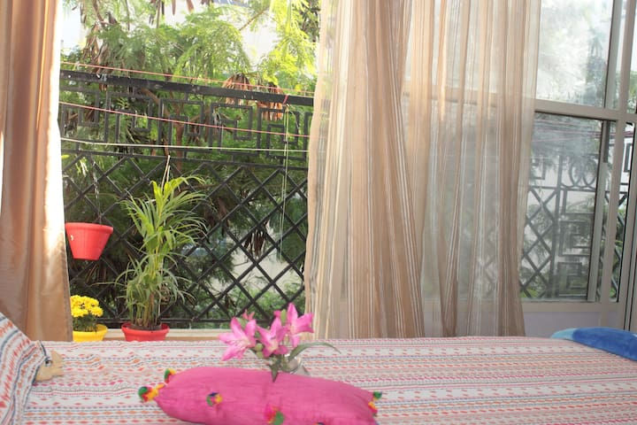 Private Room with balcony ,Couple Friendly