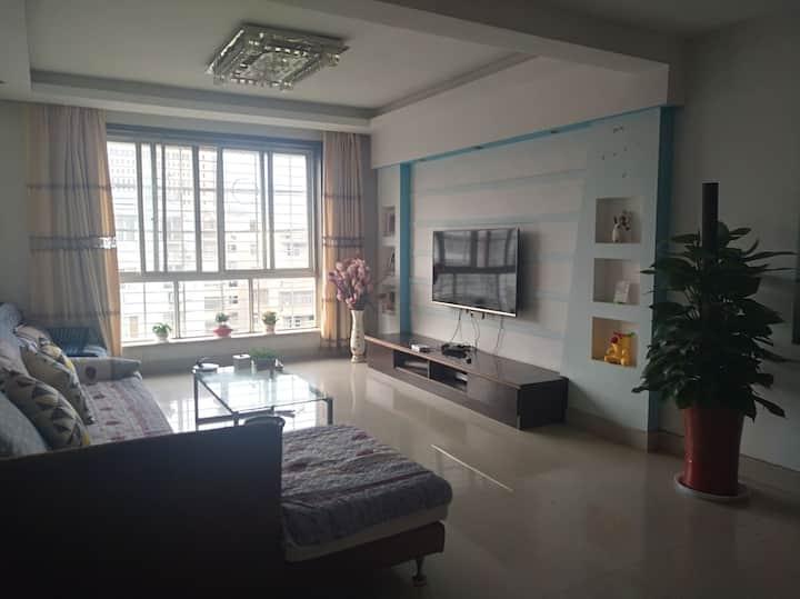 鄂州市洋澜湖畔近桔园二医院鄂州站之呦雅公寓温馨三房
